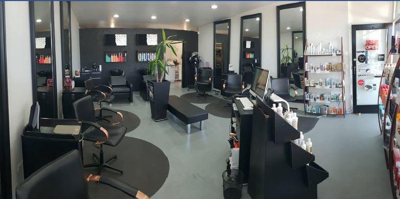 Hairdresser Mats In Salon