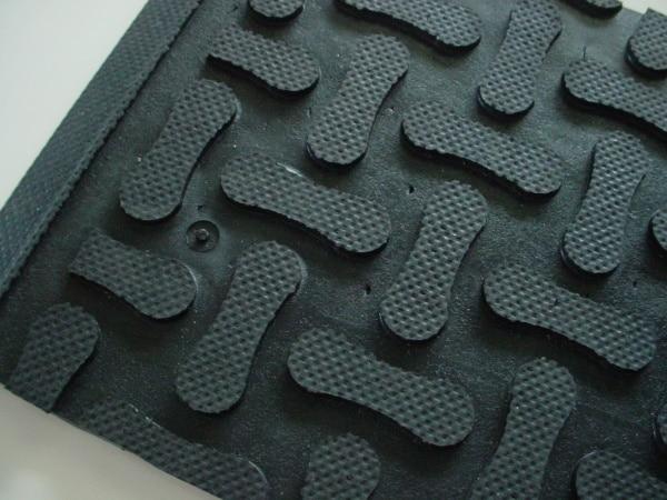 Anti-fatigue closed mat